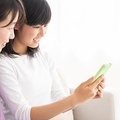 小学生でも高学年になるとスマホを持つ子が増えていきます(miya227/stock.adobe.com)