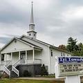 米メーン州ミリノケット近郊で、新型コロナウイルスの「スーパースプレッダー」現象の発端となった結婚式が行われた教会(2020年9月17日撮影)。(c)Joseph Prezioso / AFP