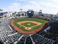 """韓国プロ野球がついに観客入場解禁へ。""""ウィズコロナ""""時代の観戦文化はどうなる?"""