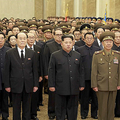 最前列から後ろ3列あたりまで、軍服姿の黄炳瑞、金元弘氏を含む党人で占められている。