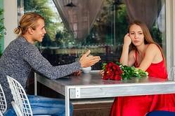 キミとの会話は強制終了…!男が話している時にすると嫌われる「NG態度」