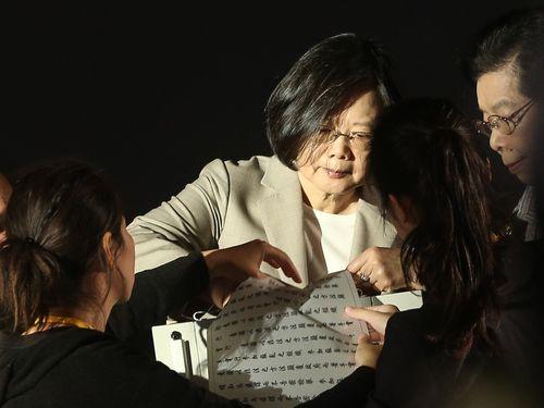 待たせた」台湾の戒厳令下の政治...