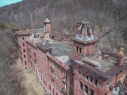 1880年代の療養所の写真。崩壊の激しい中で撮影した貴重な一枚