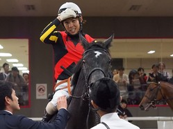 【アイビーS】北村友「改めて能力の高い馬だと思いました」クロノジェネシスがデビュー2連勝!
