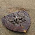 三重県の海岸に「勇者の盾」が漂着 ロマン溢れる投稿が話題に