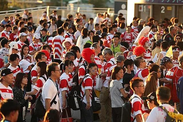 """【ラグビーW杯】日本ファン、敗戦後の""""客席のユニ交換""""に海外も感動「我々は皆、日本を見習うべき」"""