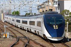 ダイヤ改正で日中は20分間隔の運転となった京成スカイライナー。最高時速160キロは新幹線以外の鉄道では日本最速!