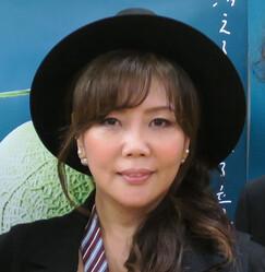 小川菜摘 夫・浜田雅功との2ショットを公開し結婚32年目を報告