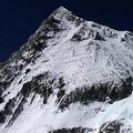 エベレストで亡くなった登山家の遺体発見 気温上昇による氷雪解けで増加