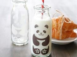 コレかわいい…牛乳を注ぐとパンダやペンギンが出現!不思議な牛乳瓶が爆売れ…開発に込めた思いとは