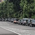 青山公園タクシー調整待機所。時間を問わず、休憩中のタクシーがズラリと並んでいる
