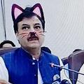 記者会見で猫フィルター起動 猫耳政治家が配信され話題に
