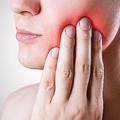 男性、歯痛ます。身体の痛みに