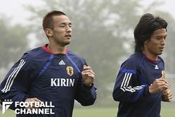 中田英寿(左)と宮本恒靖【写真:Getty Images】
