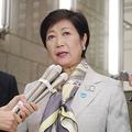 「北方領土」発言について記者団の取材に答える東京都の小池百合子知事=17日午後、都庁