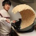 YouTuberが紹介した巨大チャーハンの食品サンプル 海外でミーム化