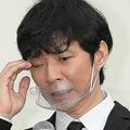 12月3日、都内で行われた謝罪会見で苦しそうな顔をうかべる渡部建
