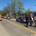 発砲があった米テネシー州ノックスビルの高校に出動した警察官ら。ノックスビル警察提供(2021年4月12日提供)。(c)AFP PHOTO / @Knoxville_PD Twitter account