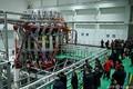 中国・四川省の研究所で公開された、「人工太陽」とも呼ばれる核融合研究装置「中国還流器2号M(HL-2M)」。(2020年12月4日撮影)。(c)AFP
