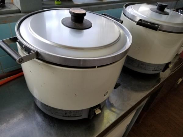 給食工場の炊飯器から…