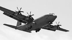 (写真)横田基地に配備されているC130J輸送機