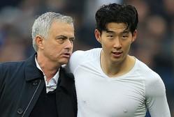 """名実ともに""""アジア最高の選手""""となったソン・フンミン(右)に、モウリーニョは心酔しきっているようだ。 (C) Getty Images"""