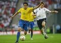 ジェラードと競り合うカカー(左) photo/Getty Images
