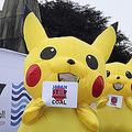 11日、英コーンウォールの先進7カ国首脳会議(G7サミット)国際メディアセンター前で、日本の石炭火力発電への融資停止を求める「ピカチュウ」姿の環境活動家ら