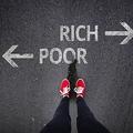 高所得者の約80%がクレカや電子マネー 低所得者は約45%程度