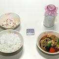米飯給食でも牛乳なのはなぜ?(学校給食歴史館の展示サンプル。2013年3月、時事)