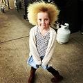 櫛でとかせない頭髪症候群の女児(画像は『Shilah Madison Calvert-Yin 2017年7月31日付Instagram「Shilah embraces the way she looks & has so much attitude & confidence that she just rocks her own style.」』のスクリーンショット)