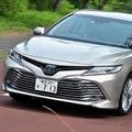 トヨタの新型カムリ 「セダンの復権」には低重心化が必要