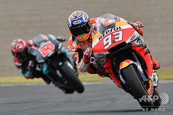 昨年の日本GP、MotoGPクラス決勝に臨むレプソル・ホンダのマルク・マルケス(2019年10月20日撮影、資料写真)。(c)Toshifumi KITAMURA / AFP