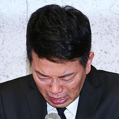 涙を流しながら吉本興業解消までの経緯説明及び、謝罪をする宮迫博之(撮影・河田真司)