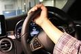 車運転時の内掛けハンドル 操作がワンテンポ遅れるといった危険性も