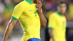 ブラジル代表選手同士で激突流血…「水泳帽」になった衝撃シーンがこれ