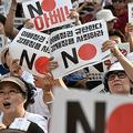 日本が韓国をいわゆる「ホワイト国」から除外する決定を下したことを受け、韓国・ソウルで行われた抗議行動の様子(2019年8月3日撮影、資料写真)。(c)Jung Yeon-je / AFP