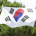 22日、韓国南東部、慶尚北道にある公共施設の屋上に、ぼろぼろに敗れた韓国国旗と同道の旗が並んで掲げられていることが分かり、物議を醸している。資料写真。