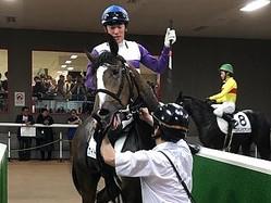 土曜東京5R新馬はカイトレッドがV。�令和�の関東圏新馬勝ち第1号となる