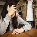 キツ目の顔で「整形したい」と悩む女性 彼氏からの一言に驚き