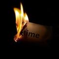 米女性が元カレからの手紙に火をつけるも燃えず 放置した結果火事に