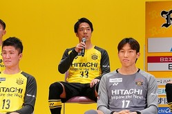 新体制会見で挨拶をした仲間が、サポーターの笑いを誘った。写真●田中研治
