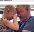 ほぼ2か月間、触れ合うことができなかった父と娘(画像は『ITV News 2020年5月6日付「Four-year-old with cancer reunited with father after seven weeks kept apart in lockdown」』のスクリーンショット)