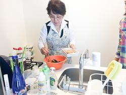 料理自慢の会員(サービスの提供者)は、その料理の腕をサービスに転換し収入を得ることができる(写真提供・エニタイムズ)