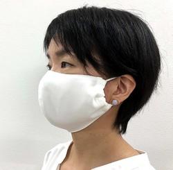 大きな顔の人専用マスクだったのに女性からの注文が増加中の「メガ布マスク」(小倉メリヤス製造所提供)