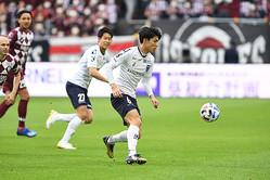 神戸との開幕戦で嬉しいプロ初ゴールを決めた瀬古。得点以外でも、攻守両面で頼りになる働きを見せた。写真:徳原隆元