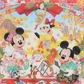 「クリアホルダー&チケットホルダー」(500円)。表面はキャラクターがお正月を楽しむ華やかなデザイン/(C)Disney