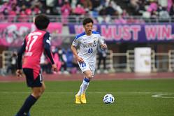昨季19試合に出場した長谷川(40番)。プレースキックは左右両足で蹴ることができる。写真:徳原隆元
