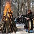 ロシア・シベリアで春分を祝う儀式を行うシャーマン(2008年3月22日撮影、資料写真)。(c)AFP PHOTO / YURI YURIEV