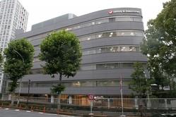 港区赤坂にあるジャニーズ事務所。ジャニー氏が緊急搬送されて以来、毎日のようにマスコミが集まっている